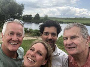 Samen op pad: Wybren Bakker, Elke Kunen en Jeroen den Hertog van Staatsbosbeheer en Peter Schouten